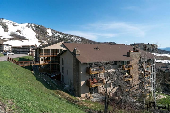 The Retreat at Storm Meadows 2B/2B w/Ski Access