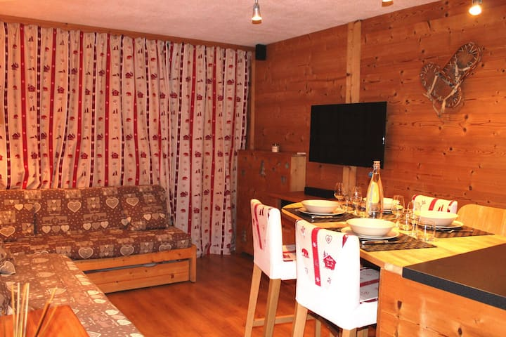 Beautiful 4 pers apartment ski in ski out in the heart of Les Menuires