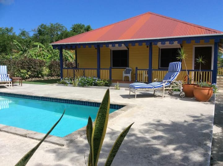 Private Cottage with pool in heart of Nevis