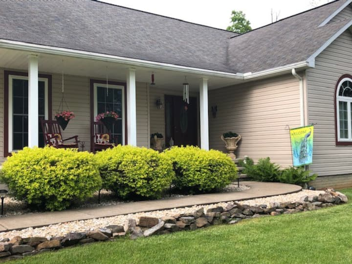 Beautiful 2 rooms/shared home 28 m. to Penn State!