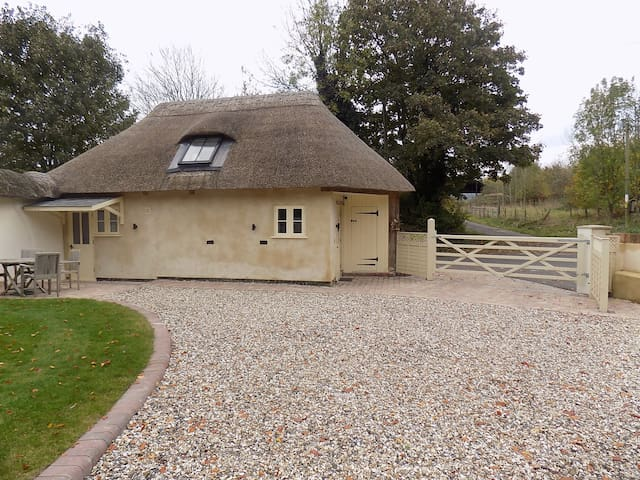 Detached Thatched 200 Year old Converted Bothy - Tufton - Huis