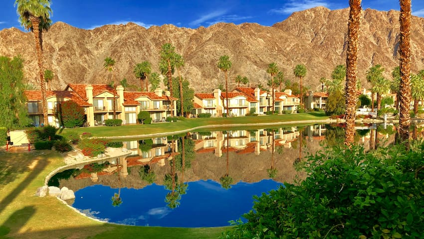 ★ ★GORGEOUS★ Lake ★ Mountain Views ★ La Quinta★★