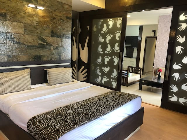 NIRVAANA URBAN WOODS - WATERFALL BEDROOM
