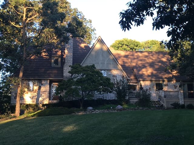 Resort cottage in woods of South KC - Kansas City - House
