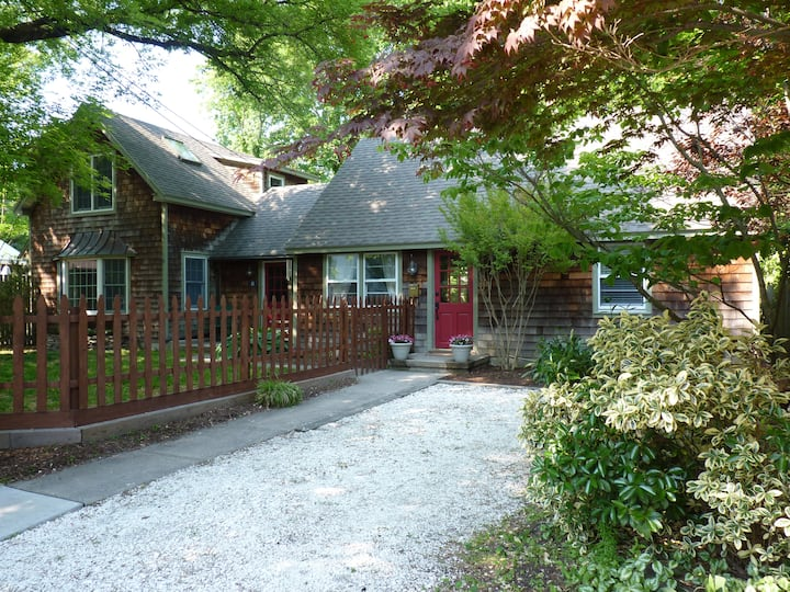 Adorable Nantucket Cottage - Historic District