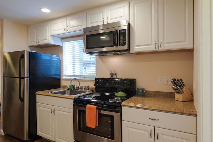 Full size kitchen with all the ammenities