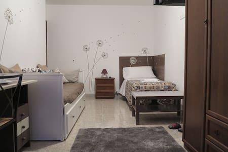 Roma - BiancoCancello a Sacrofano - Monte Cannelliere - Bed & Breakfast