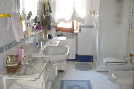 camera matrimoniale con bagno privato - Wohnung