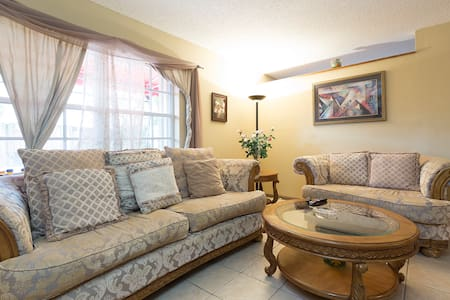 Private Room,Pool,Parking,Bath,Wifi - Miami - Townhouse