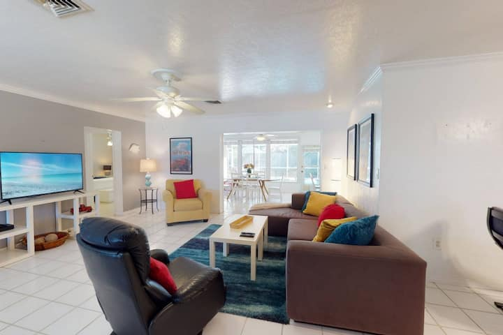 New Listing w/Pool, 2 Mi. to Crescent Beach Access,  WiFi/Cable, Walk to Cafes, Dog Friendly