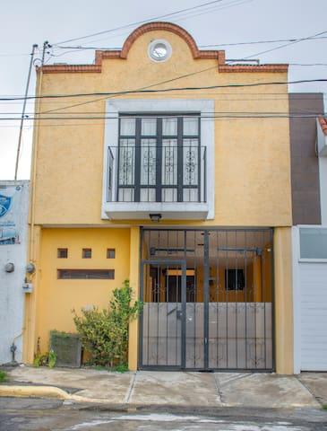 CASA COMPLETA/FULL HOUSE A 1 CALLE DE LA FERIA PUE