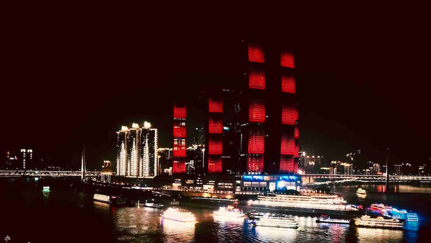 重庆唯一正对来福士广场的单元楼, 家里大露台手机拍摄的来福士广场震撼夜景,