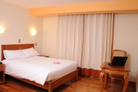 Habitación Matrimonial con baño privado. - Cusco