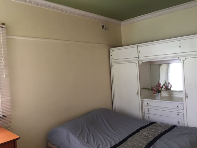 Single Room for Rent in Rosanna - Rosanna - House