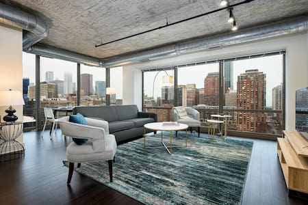 Kasa | Chicago | Classy 2BD/2BA South Loop Apartment