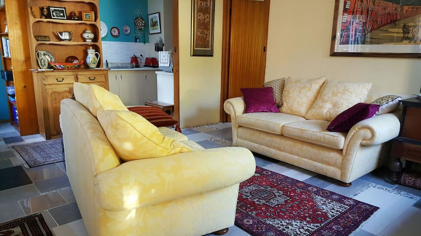 Cosy & Private Self Contained Pad - Sandy Bay - Daire