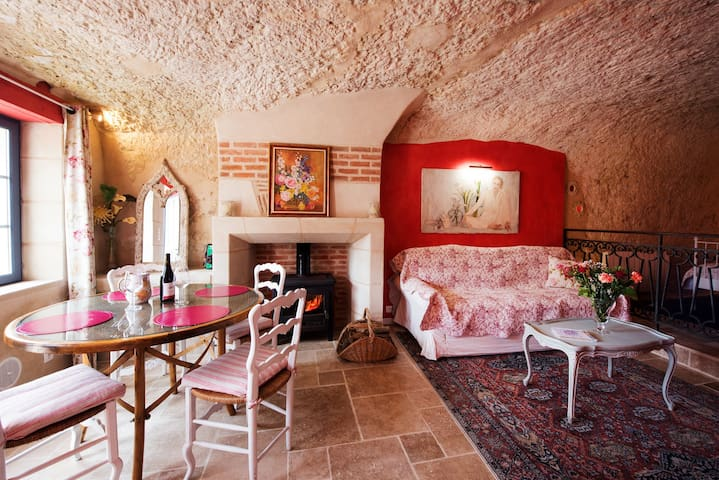 Troglodyte cottage in the Loire Valley - Cave home
