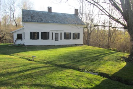 Quintessential Vermont Country Home on 140 acres. - Shaftsbury - Hus