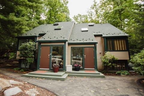 Cozy & Luxurious Laurel Highlands Bungalow!