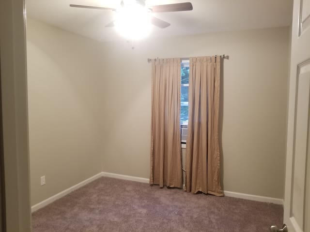Cozy room 5 minutes from UWG/downtown Carrollton.