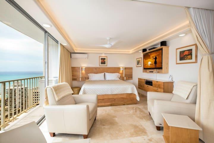 Luxury Ocean-View in central Waikiki w/ Car Option