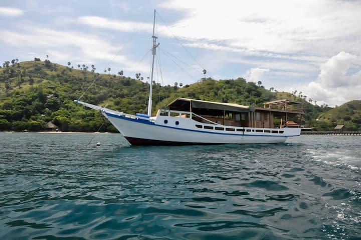 "The ""Waelena"" boat"