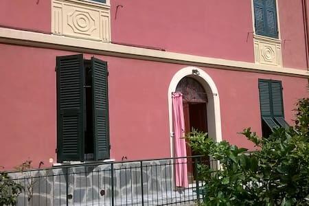 LA PORTA PER LE 5 TERRE - La Spezia