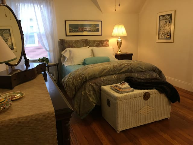LargeRoom, Great Area, NearColleges