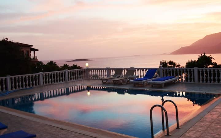 Villa mola 4- Cozy room with pool and garden.