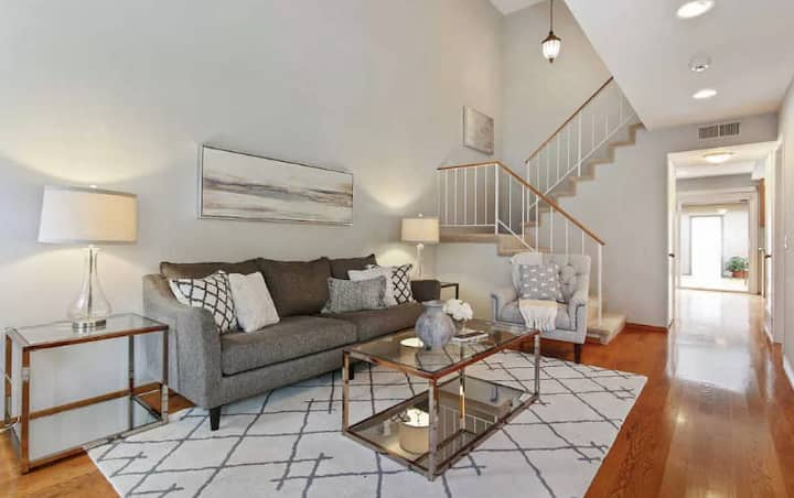Sunny 4BR Bayside Townhome ☀️ Pool ☀️ Patio ☀️Parking