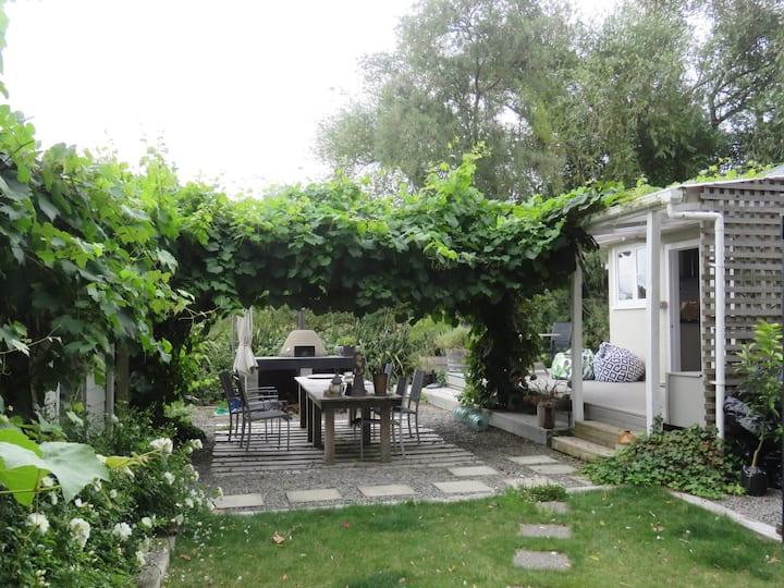 Greytown Country Cottage - villages and vineyards.
