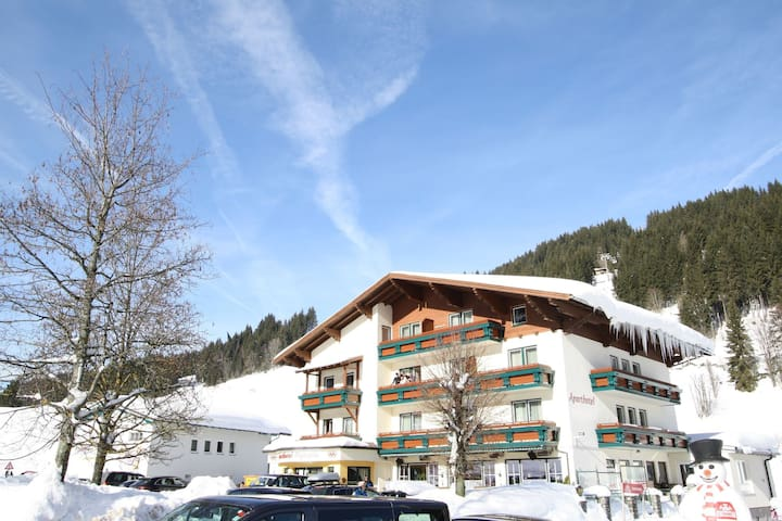 Apartment in the best location in Filzmoos. Centrally located and on the slopes!