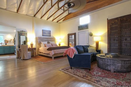 Heart of the Dry Creek Valley Studio - Healdsburg