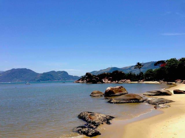 Praia do condomínio Itaoca
