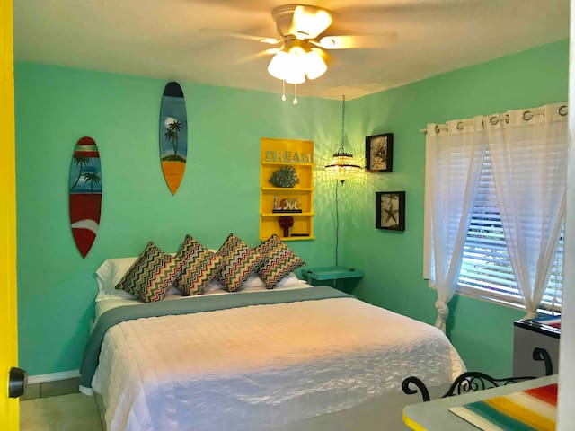 Michelle's Cottage2: only 2.5 miles to SIESTA KEY
