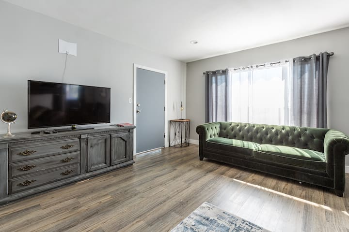 ONE BEDROOM  IN SILVER LAKE