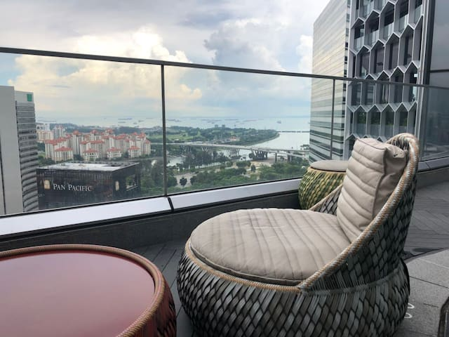 Luxury marina view 2BR NEXT to MRT Free pick up