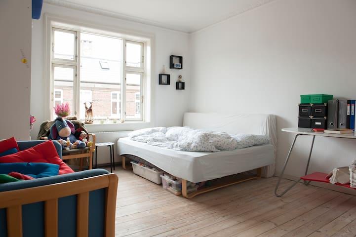 Dejlig lys lejlighed i København s - København