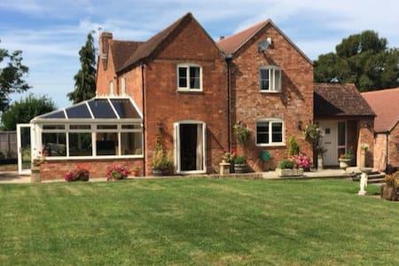 Lovely cottage to stay for Cheltenham festival. - Bredon - Casa
