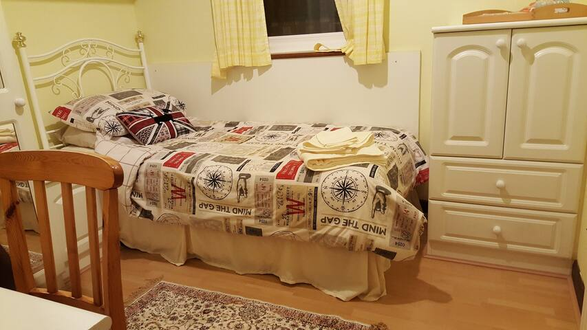 Single Room+Breakfast in Bungalow - Wembley