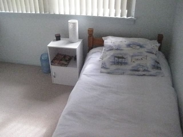Bedroom  - single bed - Yowie Bay