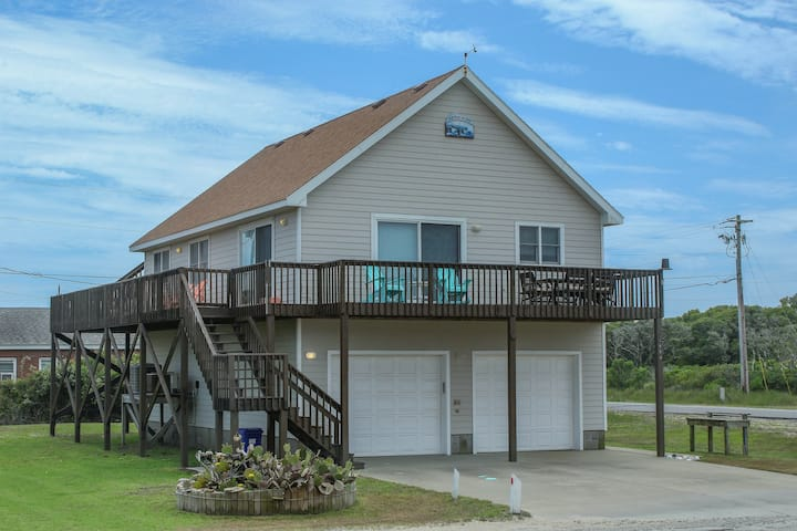 Dog-friendly House w/Private Washer/Dryer, Ocean View, Shared Pool, & Central AC