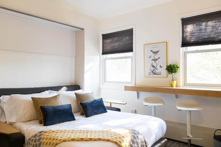 Sparkling Clean, Central Cozy and Bright in Highlands
