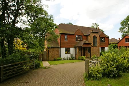 B&B at Longbourn, Plaistow - Bed & Breakfast