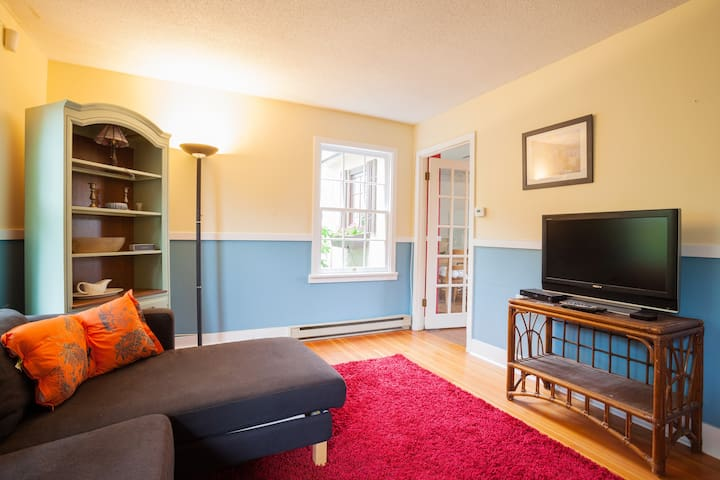 2 Bedroom house 1 minute from water - Victoria - House