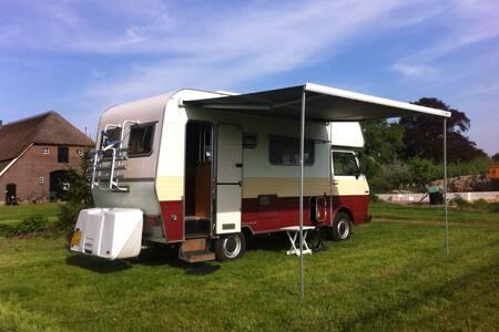 Ruime, comfortabele en betrouwbare oldtimer camper - Zutphen