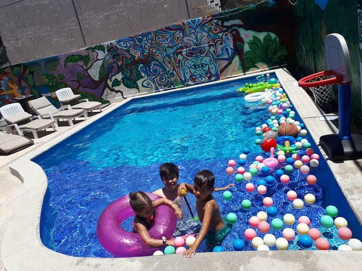Big house heated pool fully equiped great location