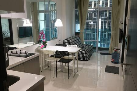 NEW!!! Brooklyn apartment. White&bright, fresh&new