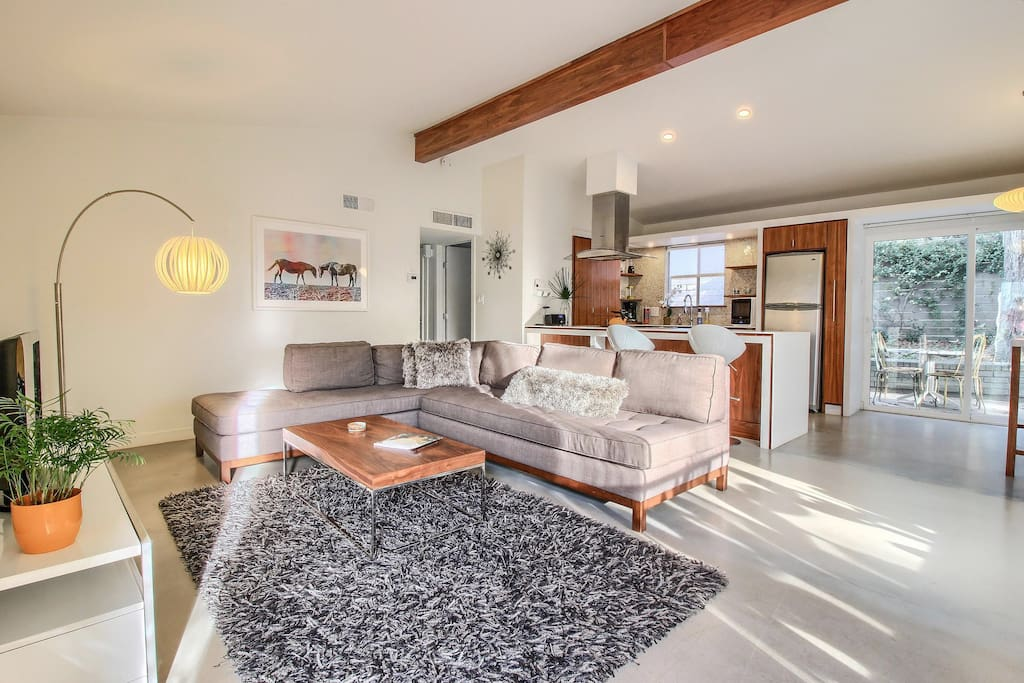 Relax in luxury in your private, quiet oasis near lively SoCo (S. Congress)