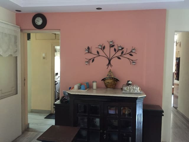Ensuite large room for 2 in Khar - Bombaim - Apartamento